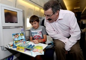 С деца в самолет над 12 години