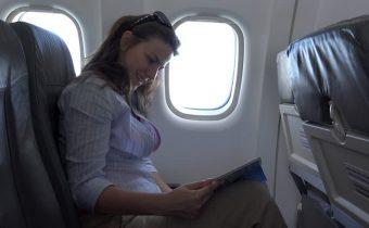 Сенниците на илюминаторите в самолет