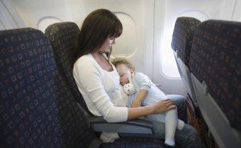 С деца в самолет под 2 години